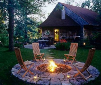 fire pit nice with slightly bigger circle of rock for deck
